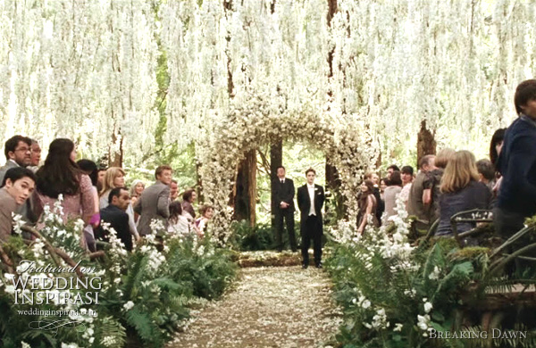 Outdoor Ceremony of Edward and Bella