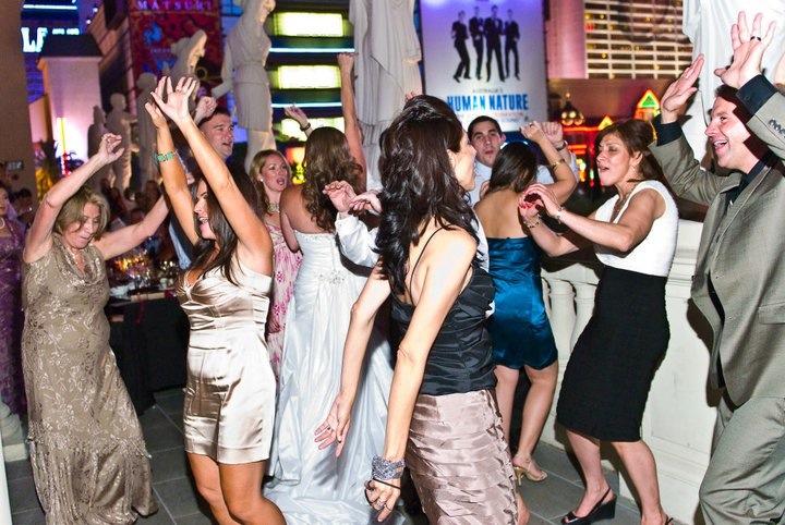 The Parra's Guests on the Dancefloor